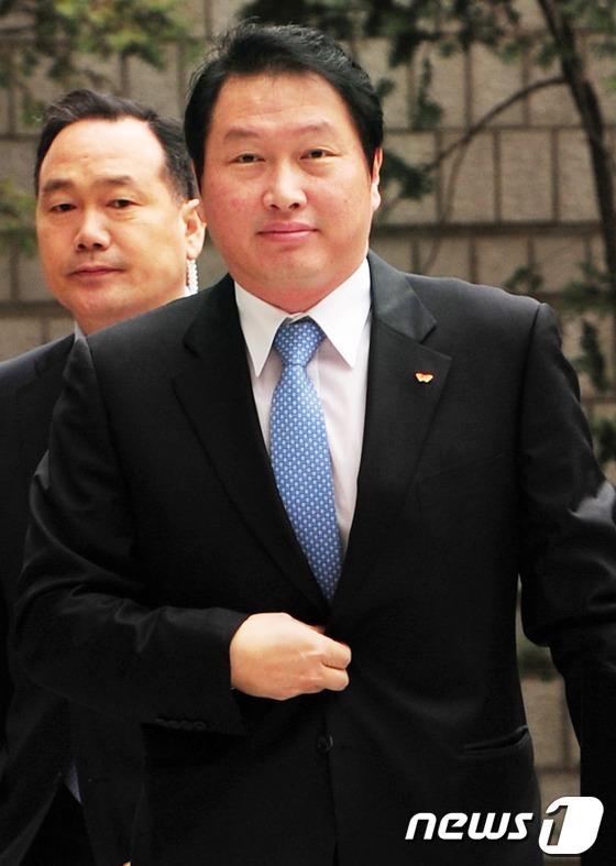 SK 최태원 회장, 여유로운 법원 출석