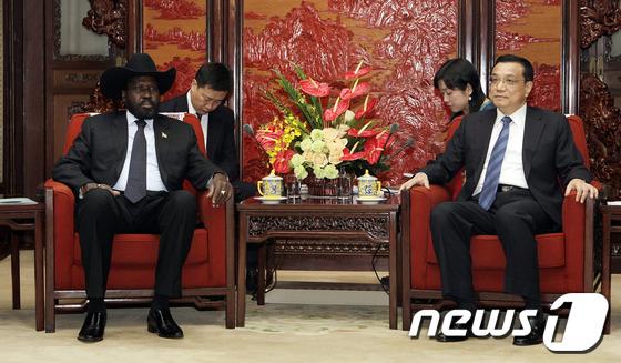 살바 키르 남수단 대통령(좌)와 리커창 중국 부총리