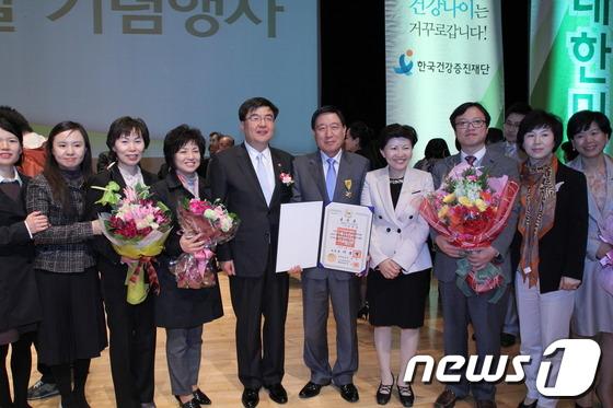신현수 원장 '국민훈장 석류장' 수훈