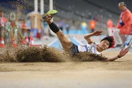 멀리 뛰기 대역전극 펼친 김덕현