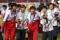 '남북선수 어깨동무'