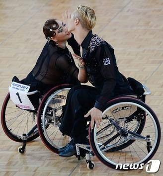 휠체어댄스스포츠 '환상 호흡'