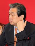 김무성 대표 '귀를 열고'