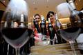신세계백화점, 백금 장식된 와인 '실버팜' 판매