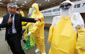 """""""에볼라 파견 의료진, 충반한 개인보호장비 확보해야"""""""