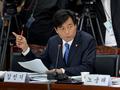 '질의하는 김민기 의원'