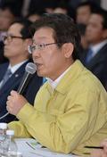 '의원 질의에 답하는 이재명 성남시장'