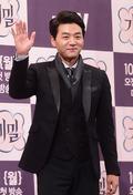 김승수, '신사의 품격있는 손인사'