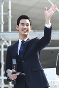 김수현, 해외 팬들을 향한 명품 미소