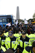 대북전단 보수단체-파주시민·진보단체 충돌