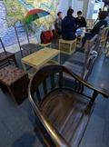 시민들이 기부한 의자가 휴식의 공간으로