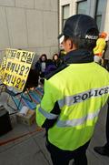 세월호 유가족 통제하는 경찰