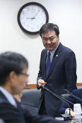 금융혁신위 참석하는 신제윤 위원장