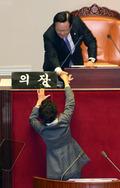 국회의장과 인사 나누는 박근혜 대통령
