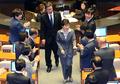 웃으며 인사 나누는 박근혜 대통령