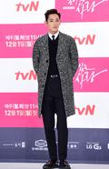 이수혁, '모델 출신 배우의 훤칠함'