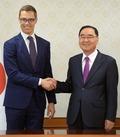 악수하는 한국-핀란드 총리