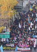 행진하는 농민들, '한중 FTA 반대'