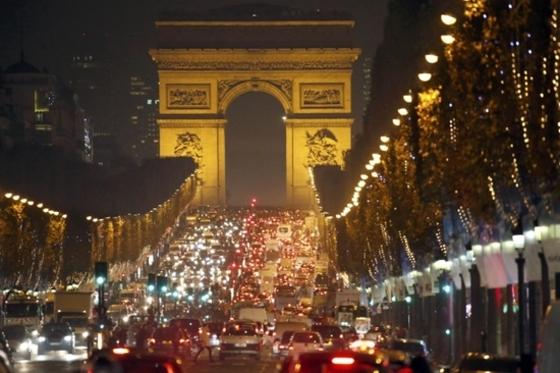 파리는 벌써 크리스마스 축제