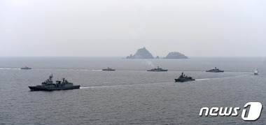 '독도방어훈련' 실시하는 해군