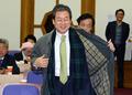 김무성 대표 '외투는 벗고'