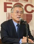 외신기자토론회 답변하는 문재인 의원