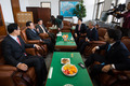 이병기 국정원장, 정보위원들과 환담