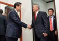 안양옥 교총 회장과 악수한는 김무성 대표