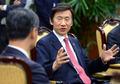 홍콩 행정수반 접견하는 윤병세 장관