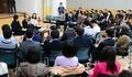 총리실 직원들과 공무원연금 개혁안 의견 나누는 추경호 실장