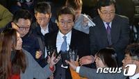 """檢 정윤회 16시간 강도 높은 조사…\""""박관천과 대질\"""""""