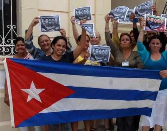 쿠바는 축제물결