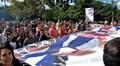 [사진]미국의 쿠바간첩 3명 석방 발표에 쿠바대학생들 축하행진