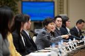 박 대통령, 연말 난국 어찌 넘을까…인적쇄신엔 소극적