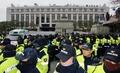 헌법재판소 앞 지키는 경찰병력