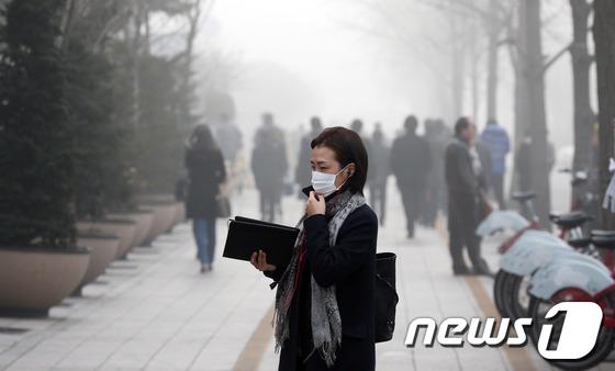'폐암 유발' 초미세먼지 공습 대체 언제까지