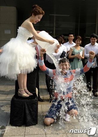 국내 최초 결혼식 '아이스 버킷 챌린지'