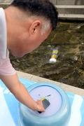 '청계천 수력발전, 스마트폰 충전되네'