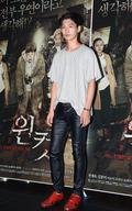 모델 강현우, 영화관에서 자체발광 중~