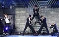 엑소 , '아시아 팬심 녹이는 화려한 퍼포먼스'