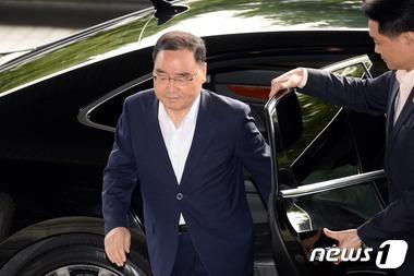 정홍원 총리, 퇴원 후 첫출근