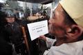 항의서한 전달 가로막힌 농민대표