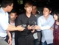 김현중, 피의자 신분 경찰서 출석