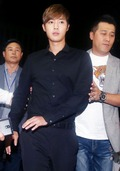 경찰서 들어서는 김현중