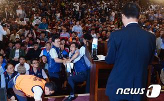 '공무원 연금개혁 반대'…토론회 난장판