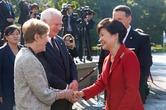 朴대통령, 캐나다 총독관저에 국빈방문 기념식수