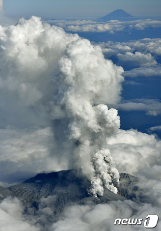 온타케 화산 폭발...피해 속출