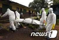 에볼라 보건인력, 형광 물질로 안전훈련 받는다