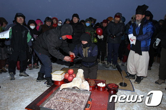 http://image.news1.kr/system/photos/2015/1/1/1171051/article.jpg