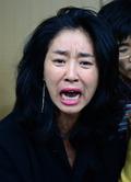 눈물로 호소하는 배우 김부선